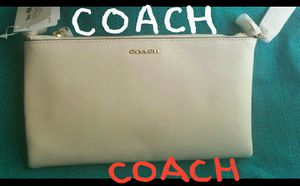 NEW COACH LEATHER PURSE for Sale in Chicago, IL