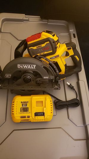 FLEXVOLT 60-Volt MAX Lithium-Ion Cordless Brushless 7-1/4 in. Wormdrive Style Circ Saw w/ Battery 3Ah, Charger and Bag for Sale in Riverside, CA