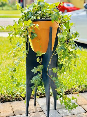 Plant stand with planter for Sale in Ocoee, FL