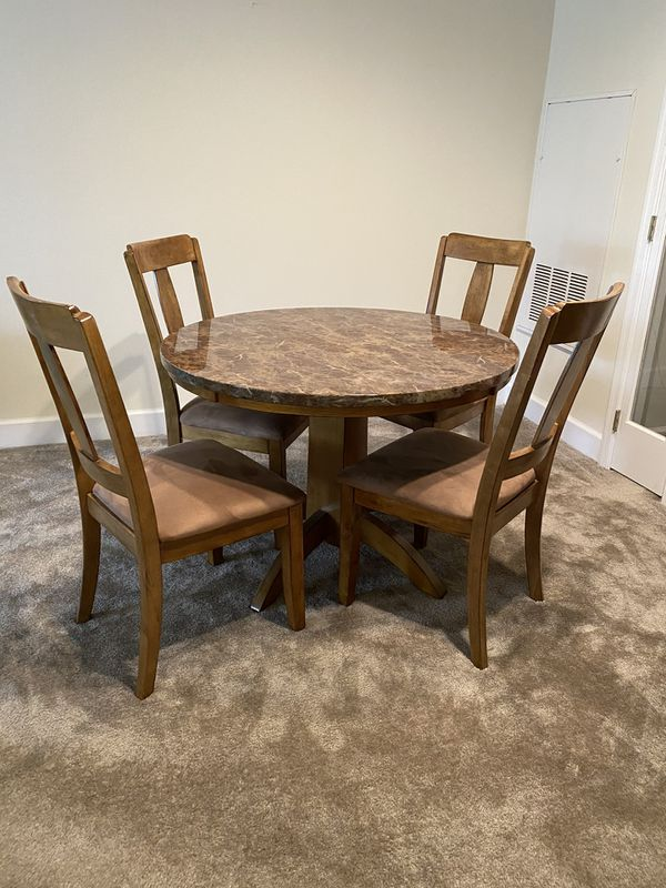 Kitchen/dining table with 4 chairs.