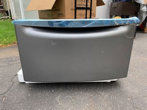 Maytag laundry pedestal for Sale in Bergenfield, NJ