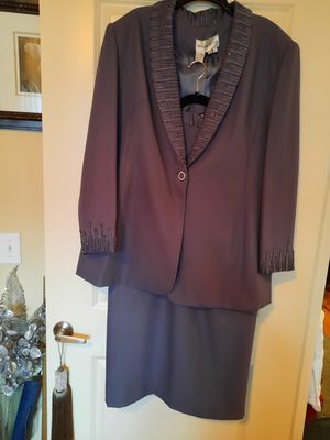 Gray Le Suit Skirt Suit for Sale in Katy, TX