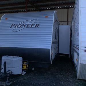 2013 Camper Bunk Room 3 Bunks Half Ton Towable for Sale in Burleson, TX
