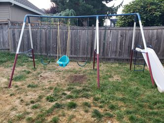 Swing set with Slide for Sale in Renton,  WA