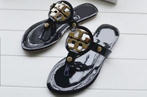 Sandals size 5-7 for Sale in Homestead, FL