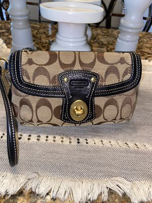 coach wristlet brown color for Sale in Manvel, TX