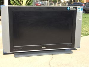 Philips 37Inch LCD TV. Condition is Used. Tv' work great, come with remote control. for Sale in Fresno, CA
