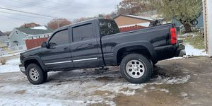 2006 Chevy Silverado z71 4x4 for Sale in Aurora, IL
