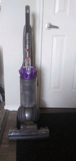 Dyson DC65 Animal w/ Attachments READ for Sale in Aurora, CO
