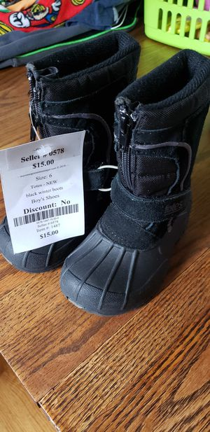 Totes Kids Snow Boots Size 6 for Sale in Wheaton, IL