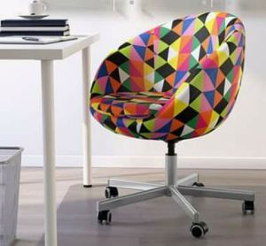 CHAIR / Multi-Color Swivel Desk Chair for Sale in Fort Washington, MD