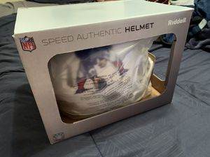 (New)PATRIOTS WHITE SPEED AUTHENTIC LARGE FULL SIZE HELMET for Sale in Hilo, HI