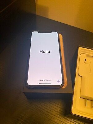 IPhone 11 pro max 256gb unlocked Silver and I watch series 5 44mm aluminum for Sale in New York, NY