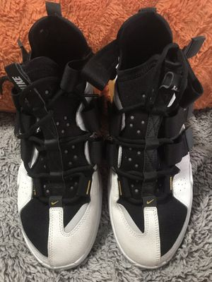 NIKE AIR SHOES SIZE 8 for Sale in McClellan Park, CA