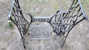 singer sewing machine for Sale in Princeton, NJ