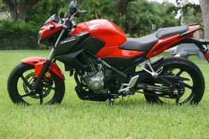 2015 Honda CB 300 F cb300f cb300 f cb for Sale in Sunny Isles Beach, FL