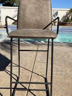 BAR STOOL HIGH CHAIR for Sale in Nuevo,  CA