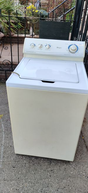 Washer / washing machine for free. Queens. for Sale in Queens, NY