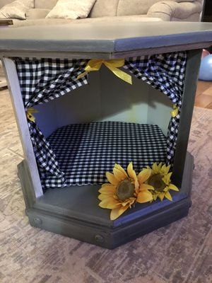 Side table/dog house for Sale in Dalton, GA