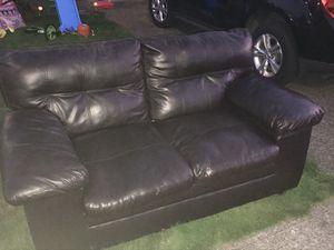 Nice love seat / good condition for Sale in Ridgefield, WA