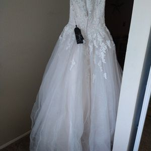Brand New wedding Gown for Sale in Hayward, CA