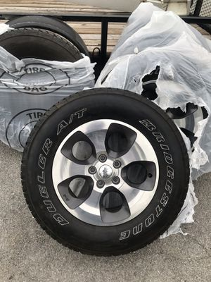 Jeep Wrangler wheels and tires set of 5 like new 255/70R18 for Sale in Sandy, UT