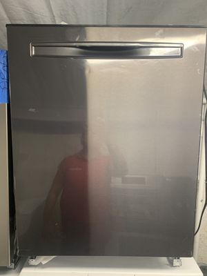 Whirlpool dishwasher stainless steel 24 wide for Sale in Fountain Valley, CA