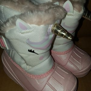 Snow Boots Size 5 toddler New Price firm for Sale in Corona, CA