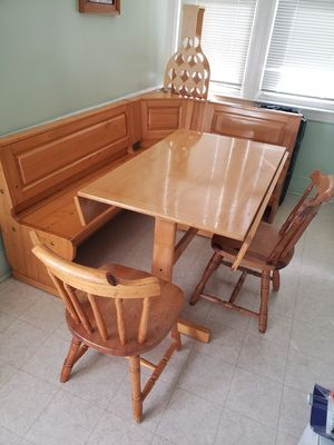 Kitchen Breakfast Nook table, bench and chairs. for Sale in Queens, NY