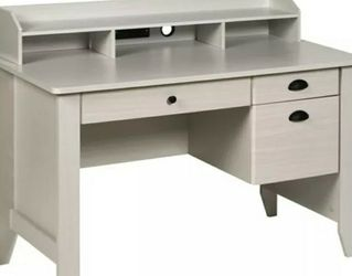 Executive Desk With Hutch USB & Charger Hub for Sale in South Gate,  CA