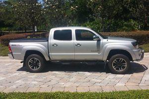 Urgent/2OO6 Toyota Tacoma SR5 for Sale in Nashville, TN
