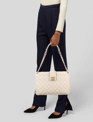 $5800 Like New Authentic Chanel Bag for Sale in Long Beach, CA