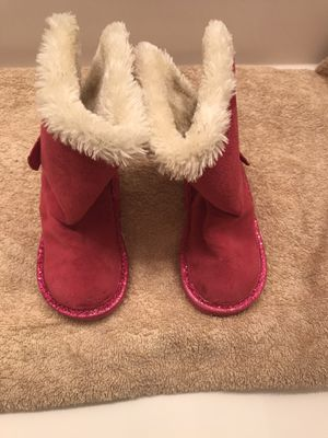 Girls size 6 Toddler Cozy Boots for Sale in Acton, CA