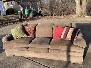 Henredon couch and 4 throw pillows- Free! for Sale in Ballwin, MO