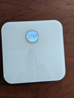 Fitbit Aria in White Smart Scale Connects to Fitbit Watch for Sale in Arlington,  VA