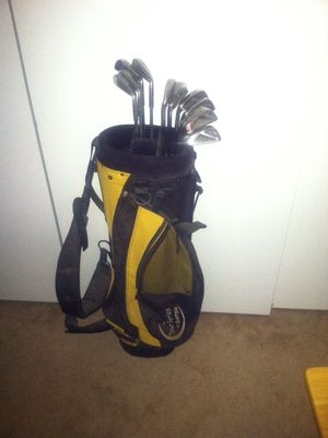 John Riley left handed golf clubs with nice bag for Sale in Clovis, CA