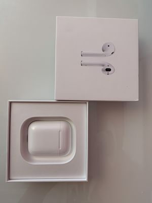 VERY GOOD- AirPod case only with box for Sale in Miami, FL