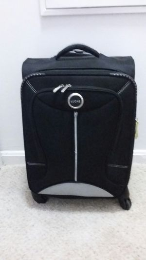 LUCAS 21 INC CARRY ON CABINE LUGGAGE. With 4 WHEELS EXCELLENT CONDITION for Sale in Alexandria, VA