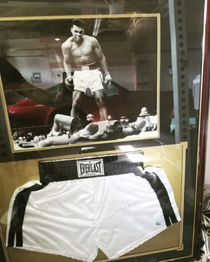 Muhammad Ali autograph for Sale in Spring Valley, CA