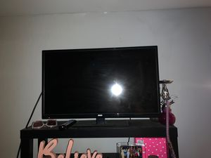 RCA 28 inches flatscreen TV HDMI, USB input for Sale in Decatur, GA