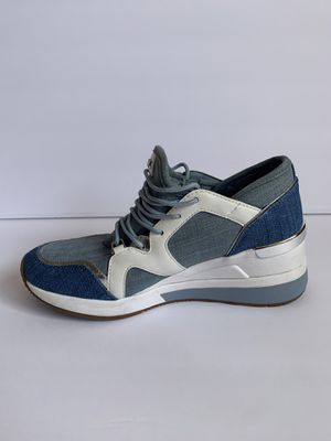 MICHAEL Michael Kors Liv Trainer (Washed Denim) Size 8 for Sale in Albany, CA