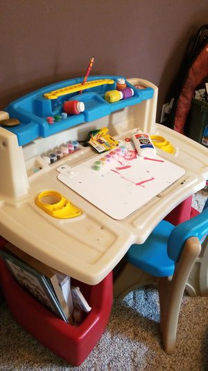 Kids desk and chair set.. great condition for Sale in Hazlet, NJ