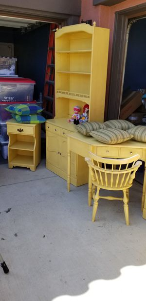 VINTAGE ETHAN ALLEN DAFFODIL YELLOW BEDROOM SET for Sale in Jurupa Valley, CA
