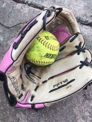 Pink Easton softball glove for Sale in Elk Grove Village, IL