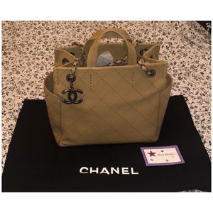 Like New Authentic CHANEL Bag for Sale in Elk Grove, CA