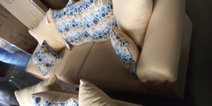 Sofa and loveseat set for Sale in Columbus, OH