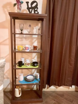 Brown Cabinet & Glass Shelf w/ Attachable Light for Sale in Elizabeth, NJ