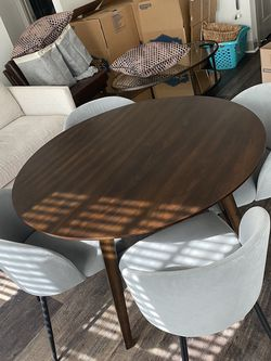 Round Wood Table and Chairs for Sale in Austin,  TX