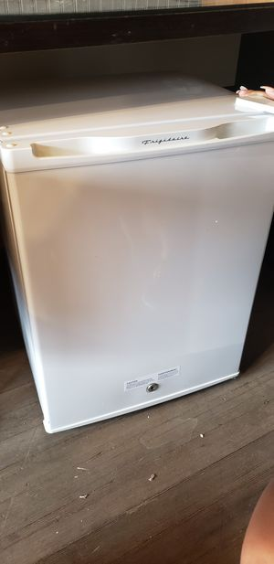 Mini fridge great condition for Sale in Pittsburgh, PA