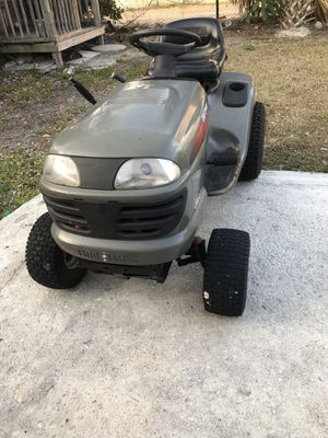 Craftsman lt2000 riding lawn mower for Sale in Pompano Beach, FL